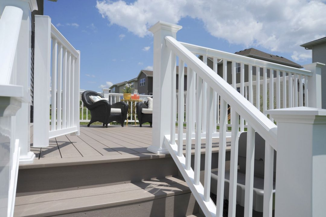 Cost of Deck Railings in Vancouver: Wood, Aluminum, Glass