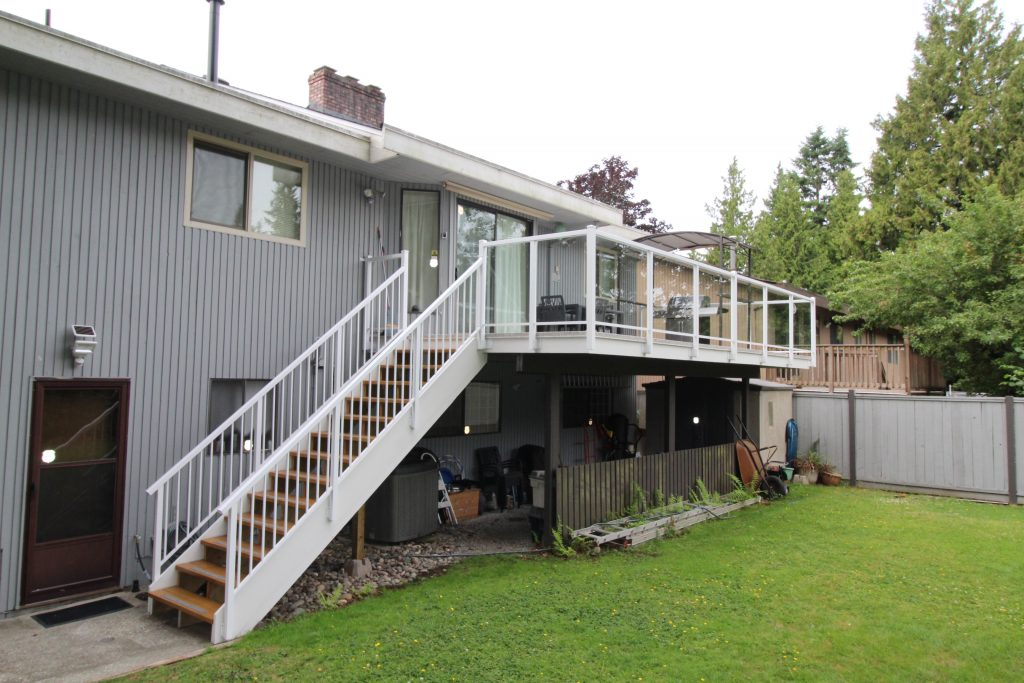 vinyl sundeck installation | Citywide Sundecks and Railings