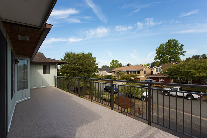 duradek vinyl installation and custom double top cap aluminum picket railings | Citywide Sundecks and Railings