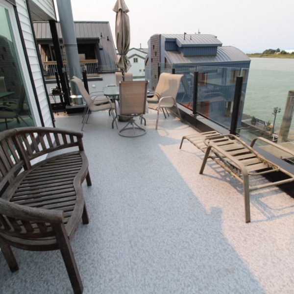 Duradek roof deck on a houseboat | Citywide Sundecks and Railings