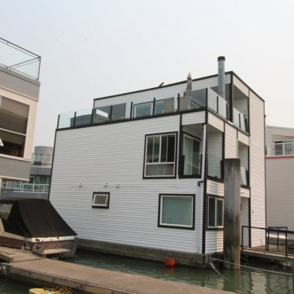 house boat deck installation | Citywide Sundecks and Railings