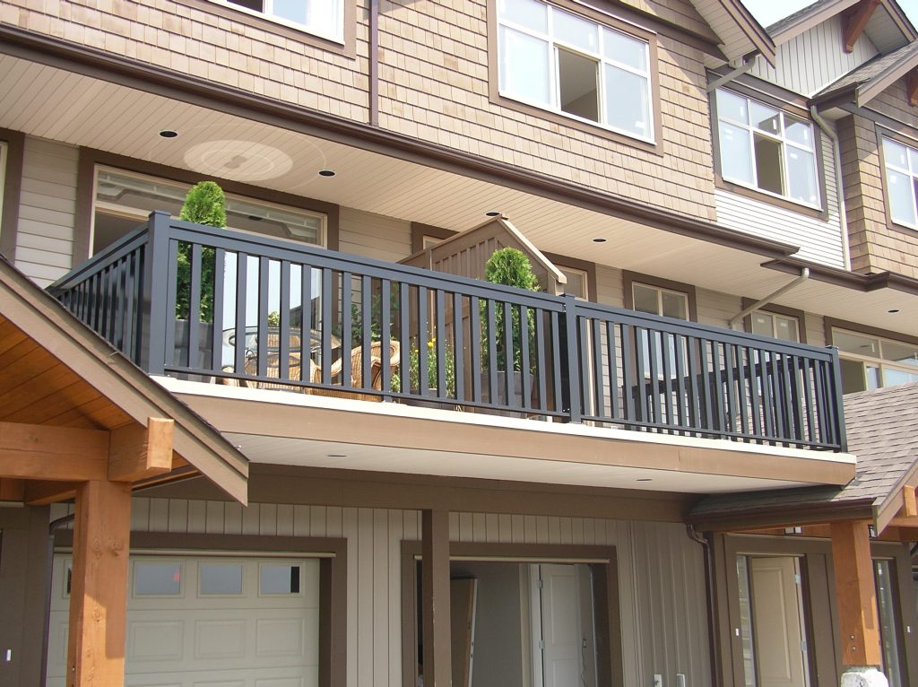 commercial wide post picket aluminum railings | Citywide Sundecks