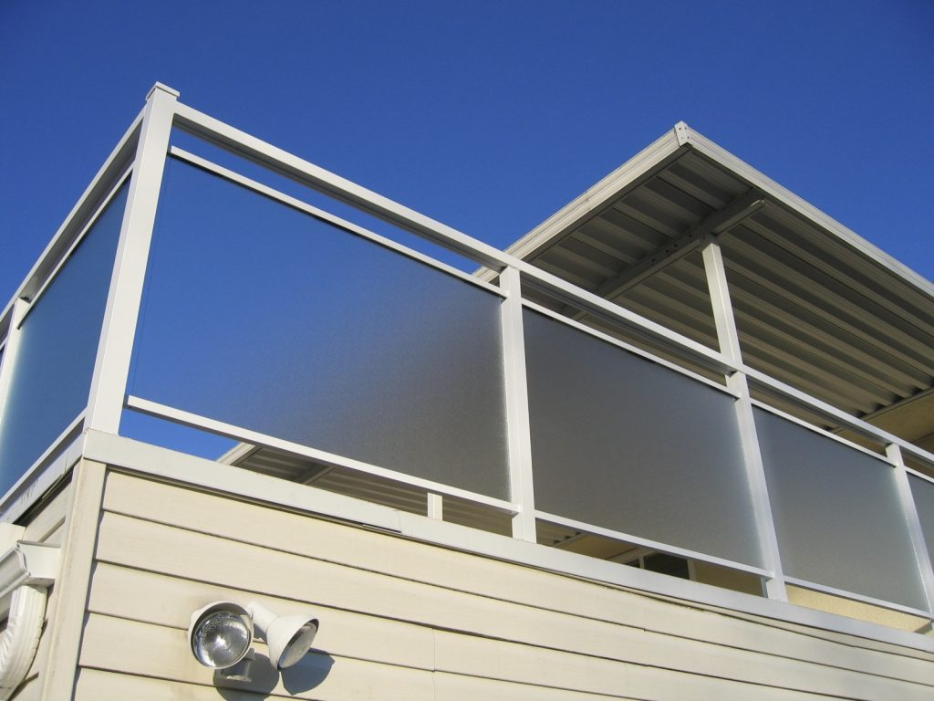 Custom Aluminum Railings, Pinhead Morocco glass finish | Citywide Sundecks and Railings